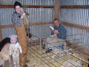 2006-04-04 54 Rupert-Sarah,Hannah & Neil feeding lambs